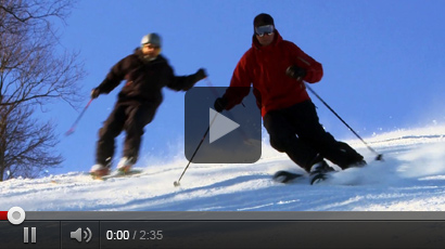 2 people skiing