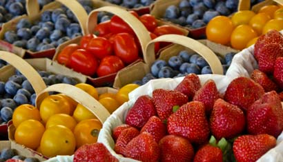 Picture of strawberries, blueberries, tomatoes
